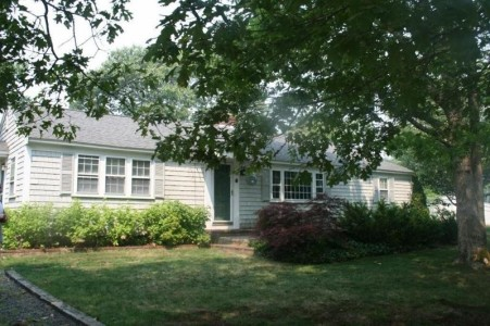 Harwichport ranch sleeps 8-9....short walk to beach archibald-circle-ranch-close-to-beach_klsc34
