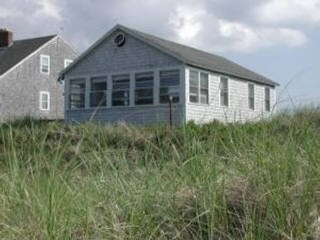 Sandwich Waterfront Sleeps 5 east-sandwich-beach-waterfront-cottage_snddlr