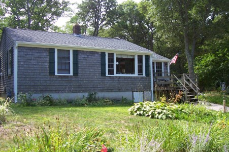 Nostalgic Brewster Cottage Sleeps 6 cozy-cottage-by-ellis-landing_remembernovember